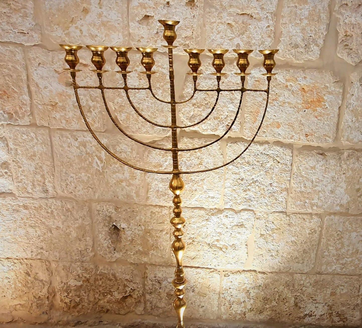 הדלקת נרות חנוכה באתרים הקדושים