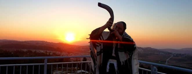 """החל ממוצ""""ש הקרובה קבר רחל אמנו, קבר שמואל הנביא וקבר דוד המלך יהיו פתוחים רצוף כל הלילה"""